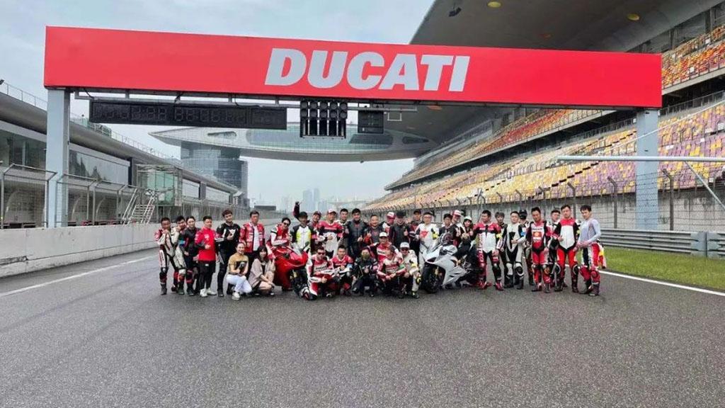 H&H上海和汇携Cardo蓝牙耳机驰骋DUCATI(杜卡迪)赛道